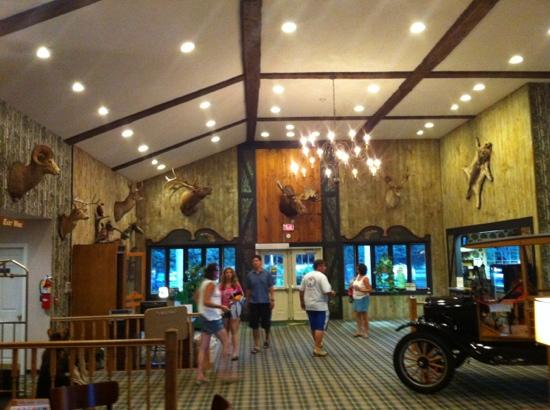 Green Granite Inn & Conference Center: lobby