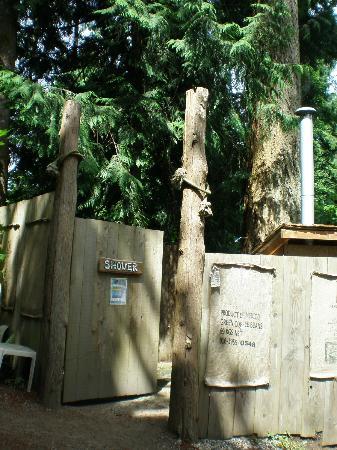 Garden Faire Campground: Outdoor Shower