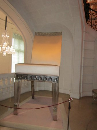 Musee Baccarat: A BIG crystal chair - every girl should have one!
