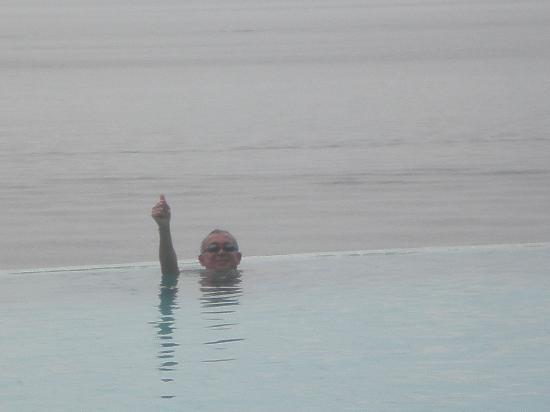 Tropical Manaus Ecoresort : En la piscina