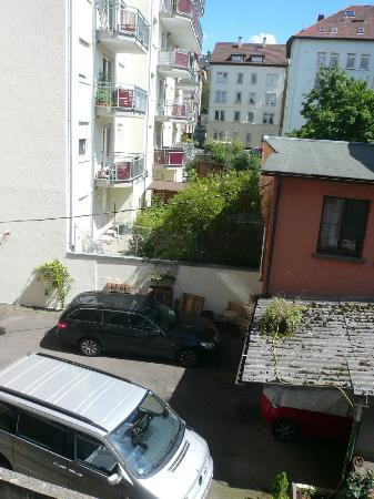 Hotel Find : dafür,das Wir in der Stadtmitte wohnten war der Hinterhof sehr ordentlich