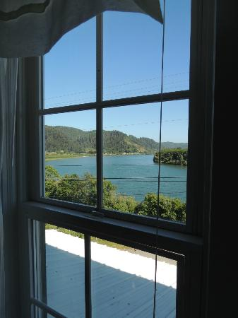 Historic Requa Inn: Requa Inn room view of Klamath River