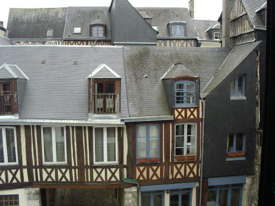 BEST WESTERN Hotel Litteraire Gustave Flaubert : vue depuis notre chambre