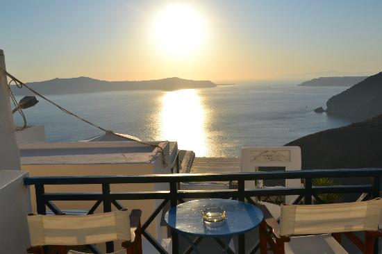 Santorini Reflexions Volcano: Vista dal nostro terrazzo...SPETTACOLARE!!!