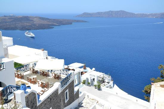 Santorini Reflexions Volcano: Terrezza dell'hotel (angolo in basso a sn)