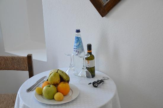 Santorini Reflexions Volcano: Omaggio in camera all'arrivo...