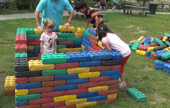 Kinderparadijs Malkenschoten: grote lego stenen