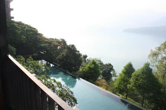 โรงแรม เดอะ ลาลู: view from balcony looking down