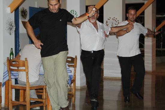 Nicolas' Taverna: greek dancing on a friday night at the taverna