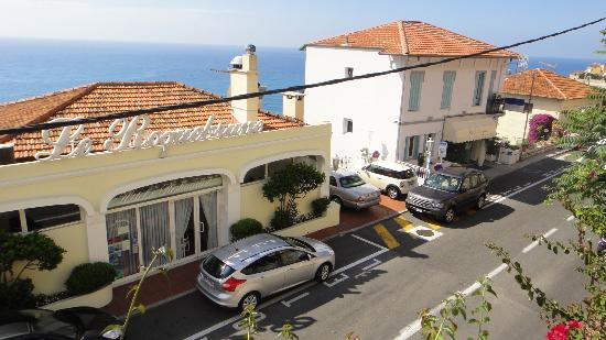 Le Roquebrune: front of the hotel