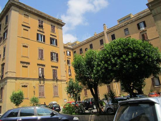 Arco Romano Rooms: El exterior del edificio