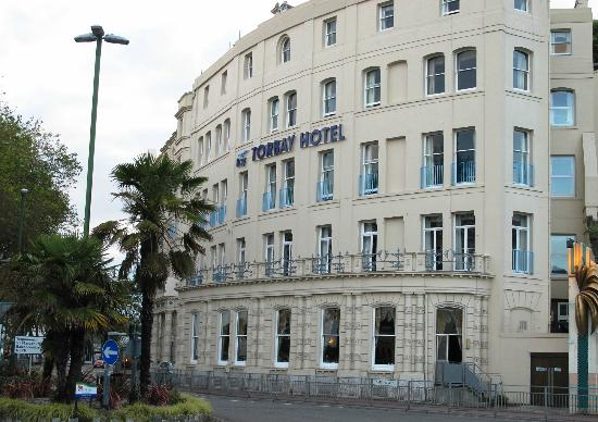 Bay Torbay Hotel: Hotel from the road