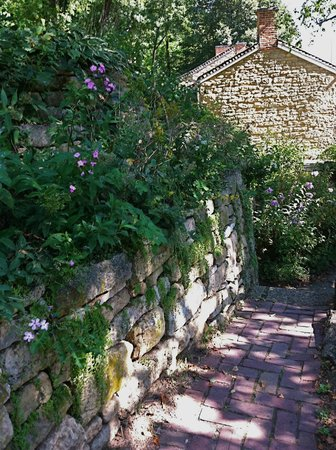 Mineral Point, WI: Walking path through Pendarvis