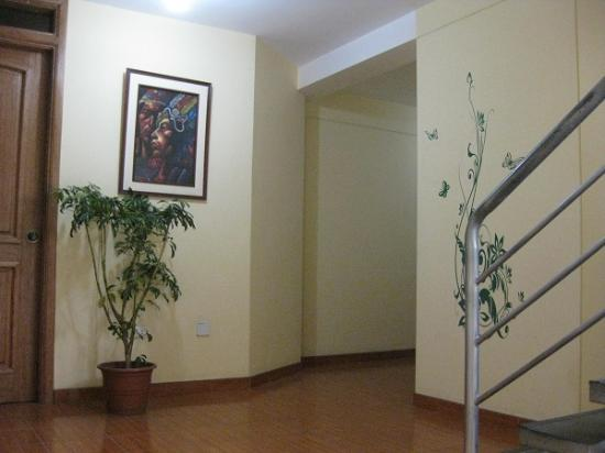 Southern Comfort Hostels: Hallway and stairs