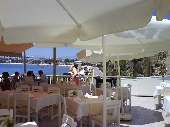 Can Garden Beach Hotel: Outside restaurant terrace at the hotel
