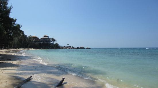 Nirwana Laut Resort: The main beach + hotel