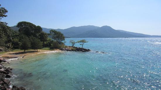 Nirwana Laut Resort: The other beach (view from the room)