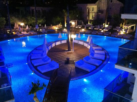 Ocean Blue High Class Hotel: poolside at night