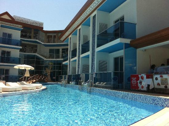 Ocean Blue High Class Hotel: poolside - swim up balcony