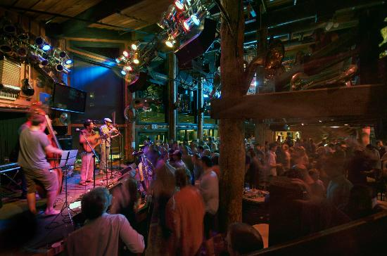 Mangy Moose Restaurant and Saloon: Live music on stage.