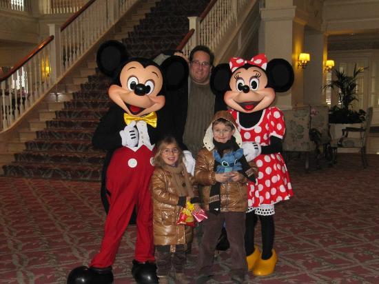Disneyland Hotel: Hall del hotel