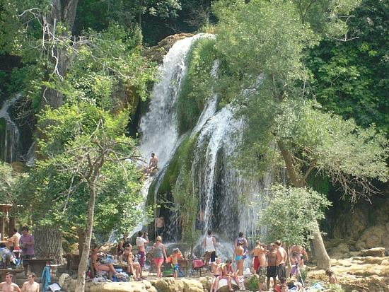 Kravice Falls: Caffe so close to waterfalls