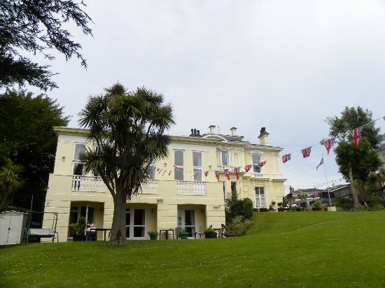 Howden Court Hotel: Hotelfrom the rear garden showing the lower rooms