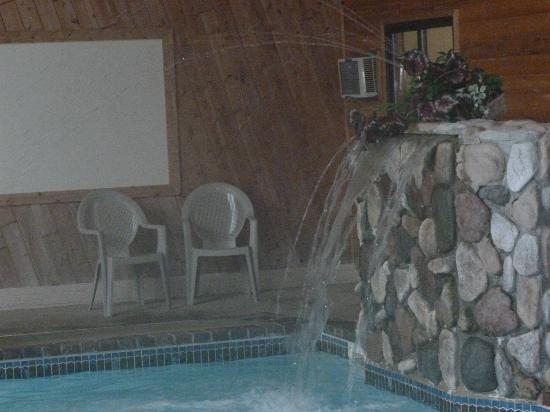 Mackinaw Beach and Bay - Inn & Suites: Pool