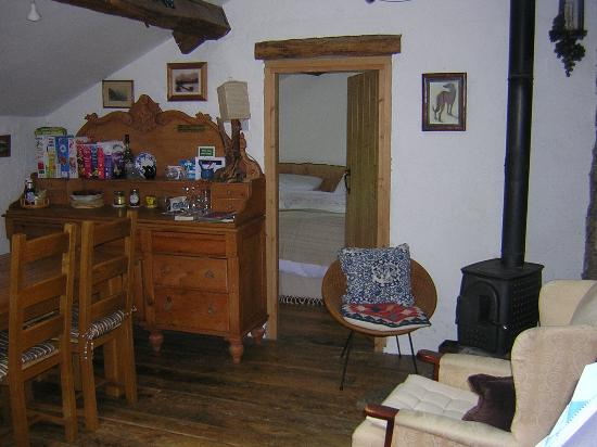 Styan Bew B&B : Breakfast table and bedroom