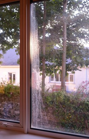 Oriel House Hotel: dirty windows