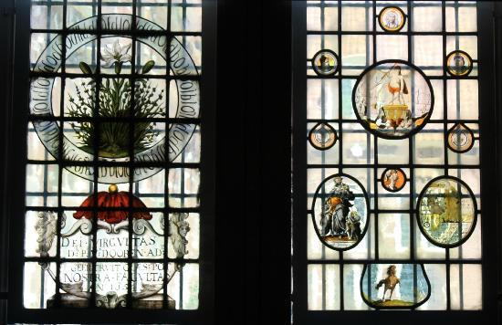 Frans Hals Museum: Een van de vele versierde ramen