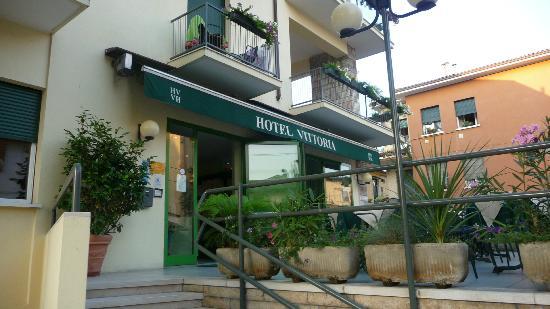 Hotel Vittoria: Entrance