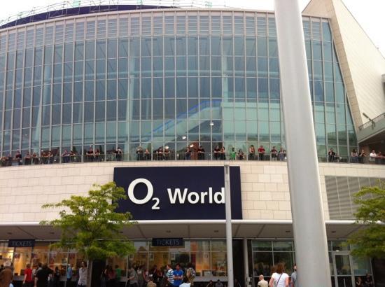 Mercedes benz arena berlin picture of mercedes benz for Hotels mercedes benz stadium