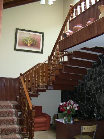 Hostal Casa Lloret: Escalier vers l'étage