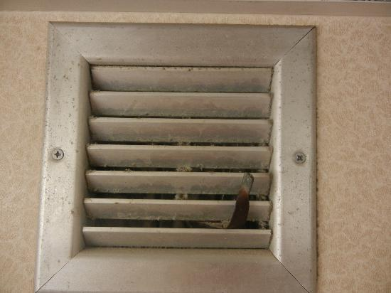 Park Inn by Radisson Uniontown: Nasty exhaust vent
