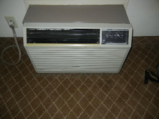 Park Inn by Radisson Uniontown: stupid old air-conditioner