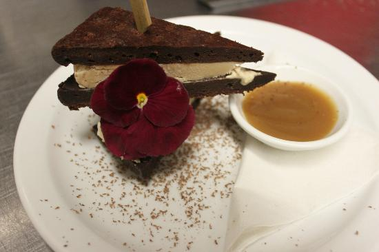 Fude Inspired Cuisine & Wine Bar: Half Pints Stir Stick Stout Ice Cream Sandwich