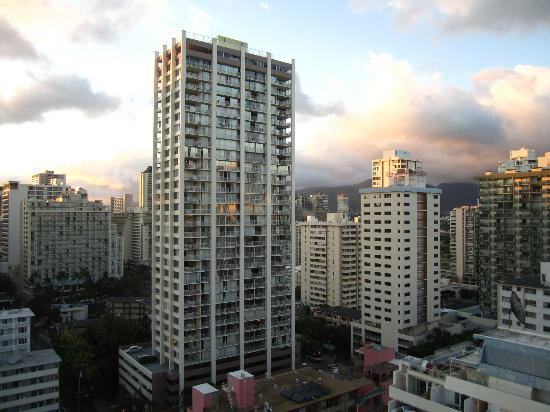 Waikiki Resort: View from 1702 at sunset
