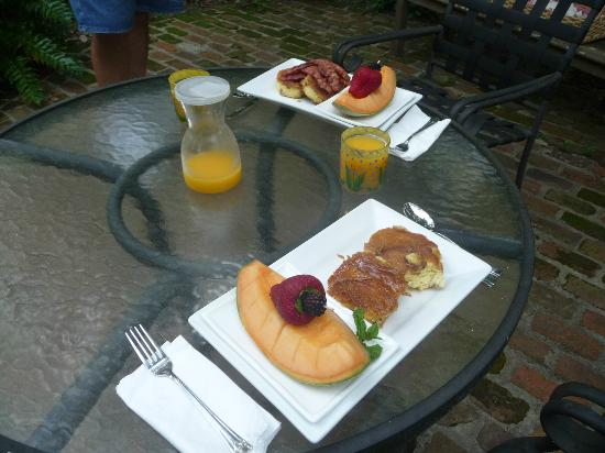 Price House Cottage Bed and Breakfast: David's delicious breakfast