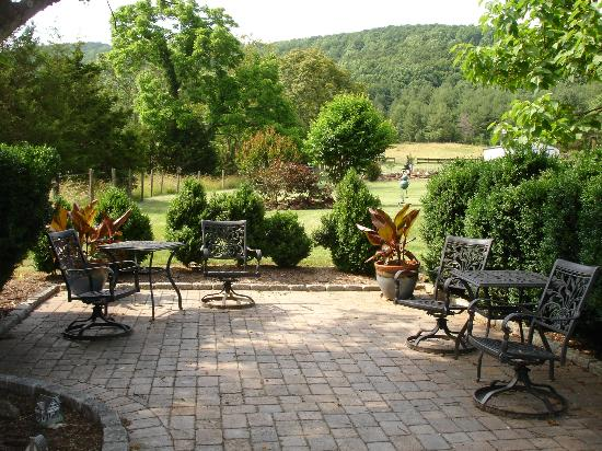 Bed & Breakfast at Mountain Valley Farm: Patio