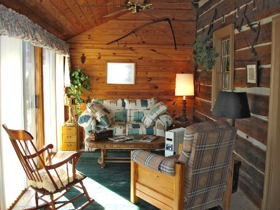 Bed & Breakfast at Mountain Valley Farm: Porch