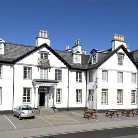 Burnett Arms Hotel: Exterior