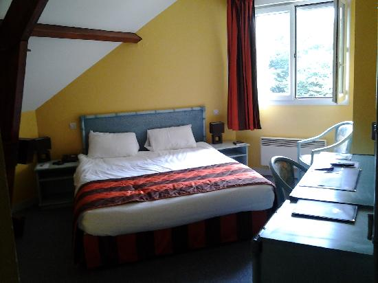 Comfort Hotel Apollonia St-Fargeau/Fontainebleau Nord : Best Western Apollonia ~ Room 205