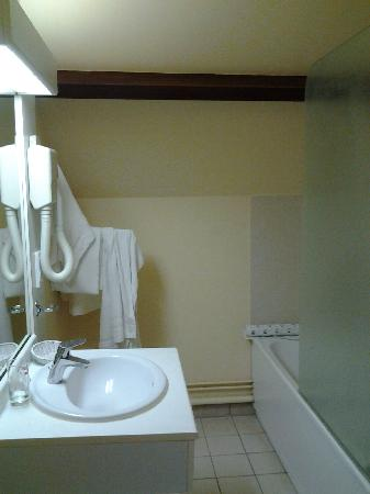 Comfort Hotel Apollonia St-Fargeau/Fontainebleau Nord : Best Western Apollonia ~ Bathroom