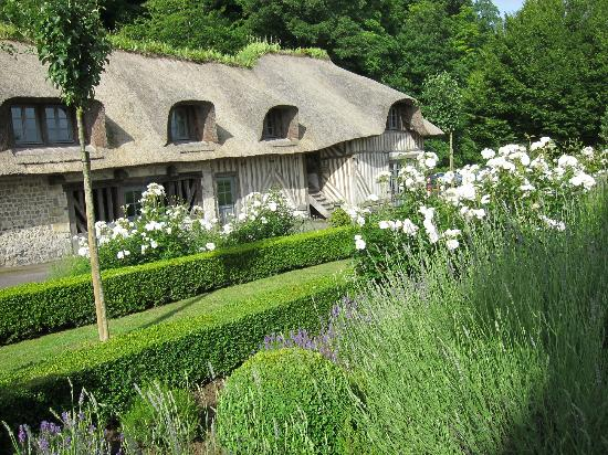 La Ferme Saint Simeon - Relais et Chateaux: Another building on the property with additional rooms.