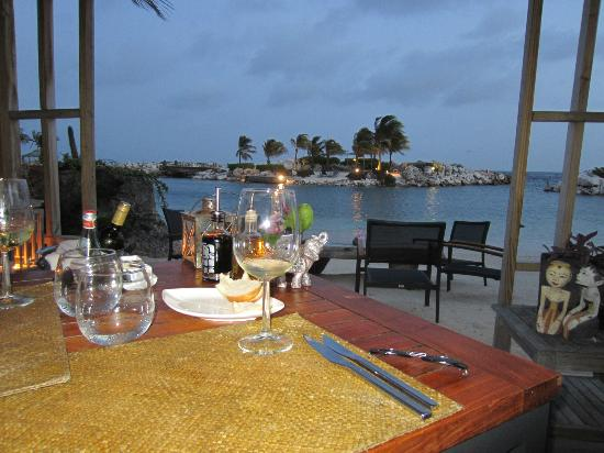 Baoase Luxury Resort: Beach dining