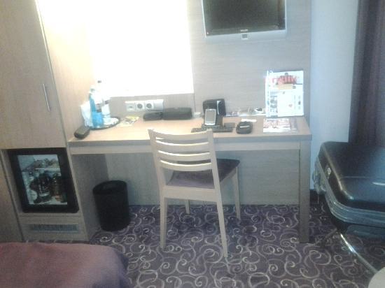 Favored Hotel Scala: Best Western Scala ~ Room 74 2 (Desk)