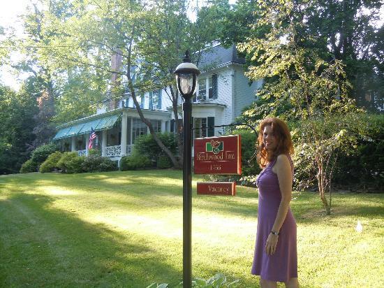 Birchwood Inn: The front of the inn