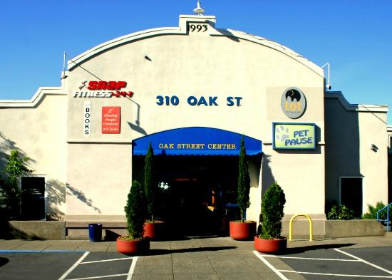 Tot Restaurant: Building at 310 Oak Street (Tot is inside!)