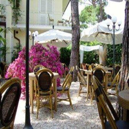 Logos Hotel: Garden